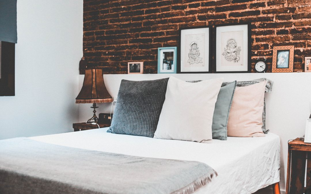 15+ ABOVE-BED DECOR IDEAS TO ENHANCE YOUR ROOM'S VISUAL APPEAL